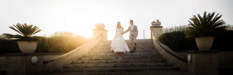 77-bridal-couple-on-steps